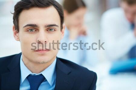 Pracownika portret młodych biznesmen patrząc kamery Zdjęcia stock © pressmaster