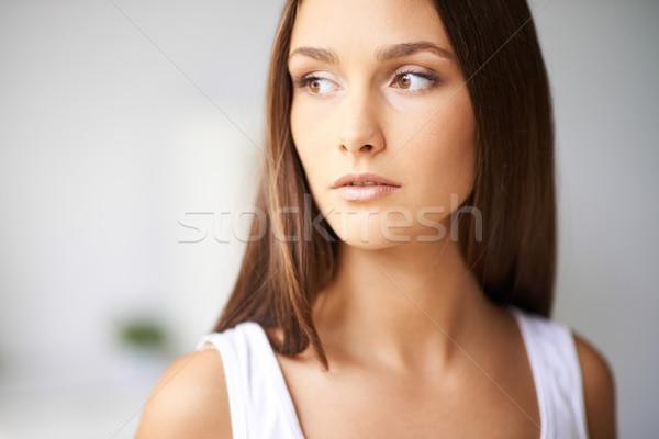 Naturalismo estilo feminino cabelo escuro isolamento Foto stock © pressmaster