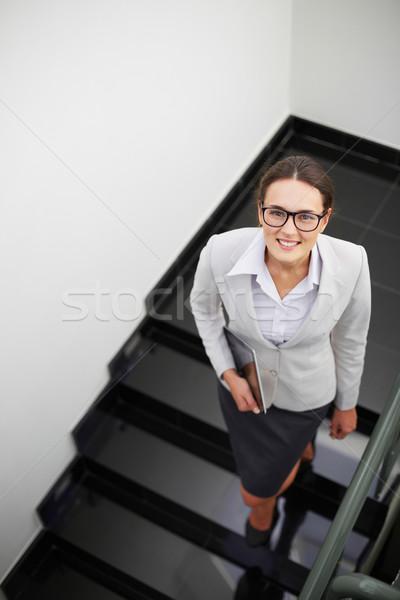 Nő lépcsőház fölött szög okos üzletasszony Stock fotó © pressmaster