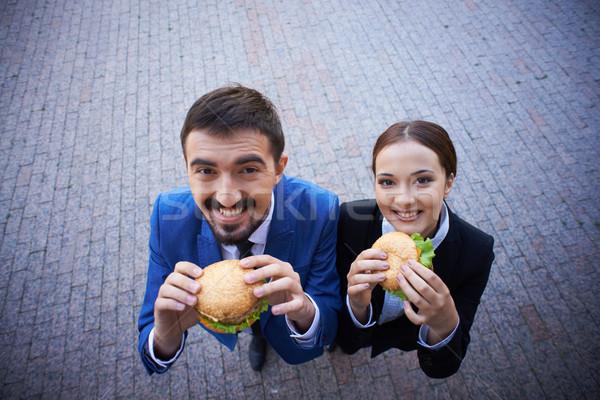 éhes fehérgalléros munkások kettő kollégák eszik Stock fotó © pressmaster