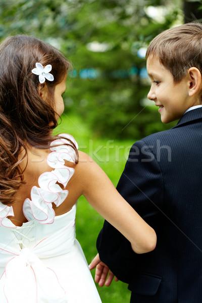 Bruid bruidegom achteraanzicht kinderen bruiloft familie Stockfoto © pressmaster