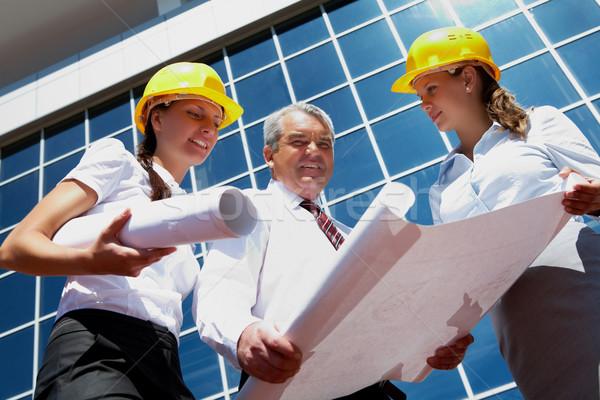 Stockfoto: Foto · helmen · moderne · kantoorgebouw · business