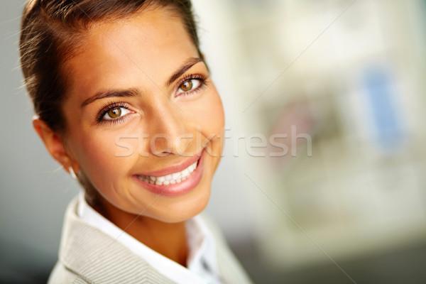 Cara feliz cara exitoso femenino mirando cámara Foto stock © pressmaster