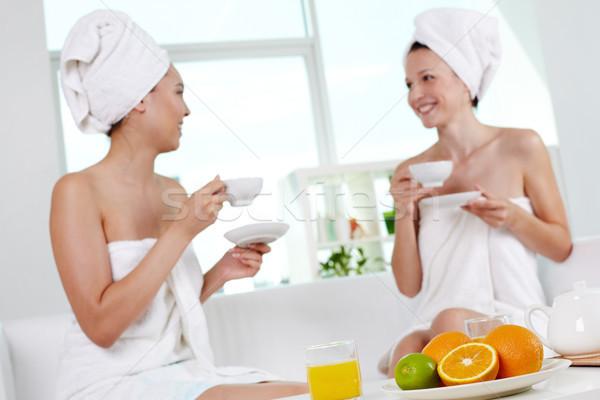 Vida saudável frutas frescas suco tabela dois meninas Foto stock © pressmaster