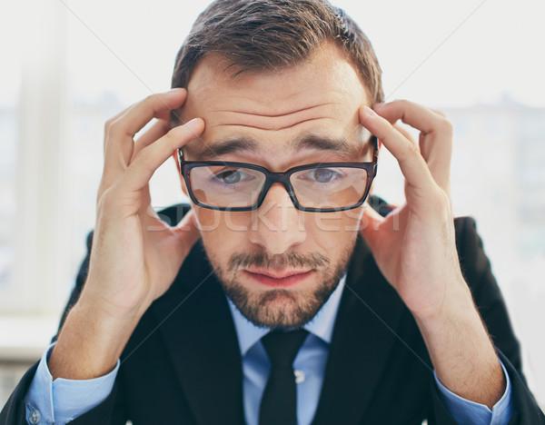 Frustracja biznesmen okulary dotknąć głowie Zdjęcia stock © pressmaster