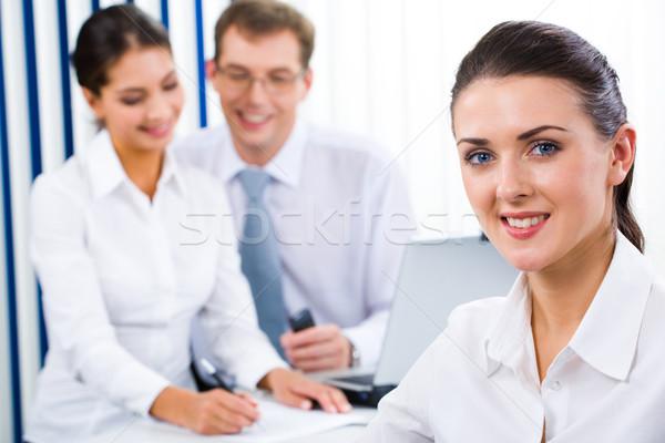 Fehérgalléros munkás portré gyönyörű iroda mosoly Stock fotó © pressmaster