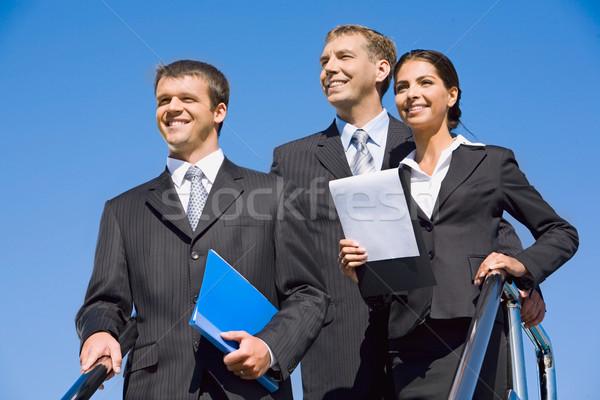Csapat üzletemberek kék ég boldog munka háttér Stock fotó © pressmaster