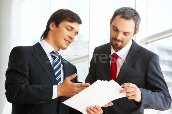 Erklärung Bild Geschäftsmann schauen Dokument Partner Stock foto © pressmaster