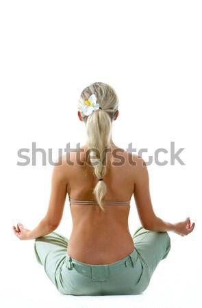 Foto stock: De · volta · mulher · meditando · sessão · branco