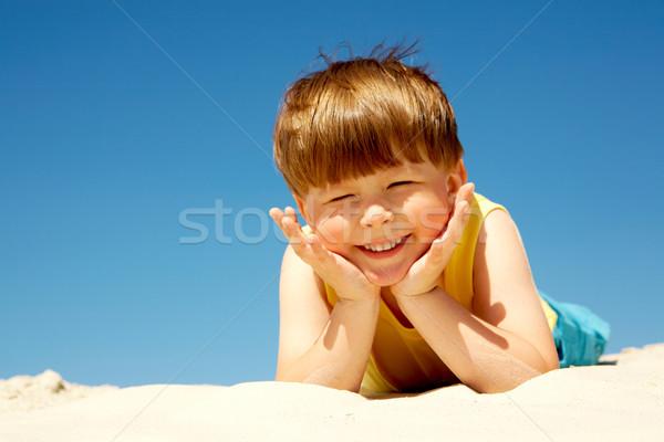 Stock fotó: Aranyos · fiú · vidám · fiú · homok · néz · kamera