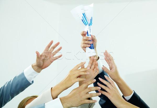 Hebzuchtig papier afbeelding verscheidene menselijke handen Stockfoto © pressmaster