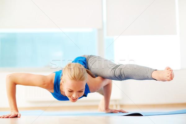 Pilates portret jonge vrouw oefening gymnasium sport Stockfoto © pressmaster