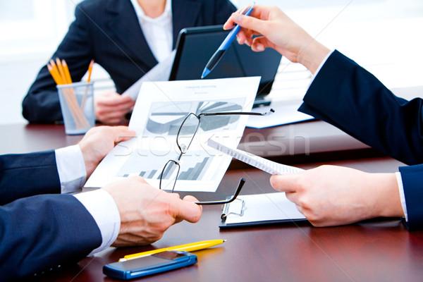Paperasserie affaires main réunion Photo stock © pressmaster