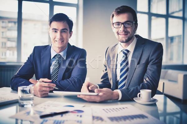 Stok fotoğraf: Başarılı · ortaklar · görüntü · akıllı · genç · işadamları