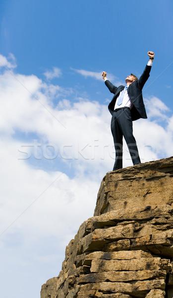 Stock foto: Vergnügen · Foto · freudige · Geschäftsmann · Arme · stehen