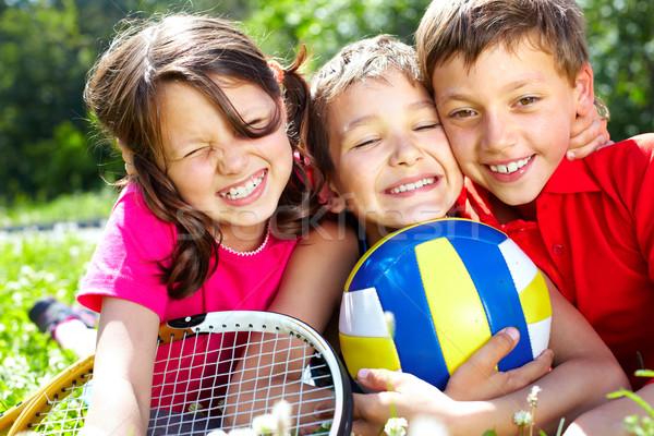 Amigos três crianças equipamentos esportivos olhando Foto stock © pressmaster