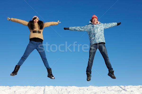 Hoogspringen portret gelukkig paar warm kleding Stockfoto © pressmaster