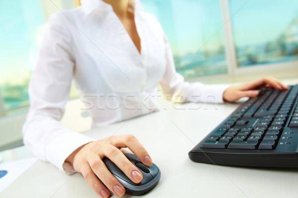 Görüntü kadın eller itme tuşları bilgisayar fare Stok fotoğraf © pressmaster