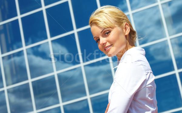 Pretty woman obraz dość kobieta interesu patrząc nowoczesny budynek Zdjęcia stock © pressmaster