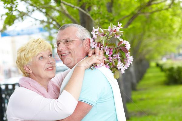 Férj feleség boldog érett nő virágzó virágcsokor Stock fotó © pressmaster