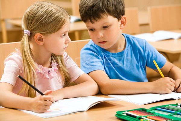 Zdjęcia stock: Portret · dwa · dzieci · w · wieku · szkolnym · posiedzenia · jeden