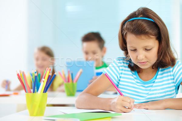 Schoolmeisje tekening portret cute meisje werkplek Stockfoto © pressmaster