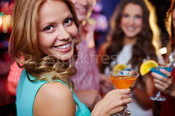 девушки коктейль портрет стакан мартини Сток-фото © pressmaster