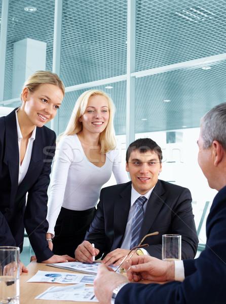 Foto stock: Escuchar · negocios · líder · equipo · de · negocios · mujer · hombre