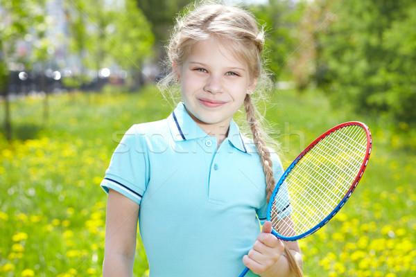 Giovanile ritratto bambina racchetta da tennis guardando Foto d'archivio © pressmaster