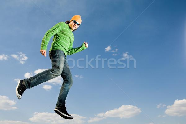 Foto stock: Céu · imagem · alegre · homem · salto · em · altura · brilhante