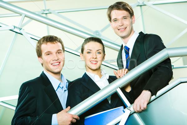 Equipe de negócios sorridente pessoas olhando câmera negócio Foto stock © pressmaster