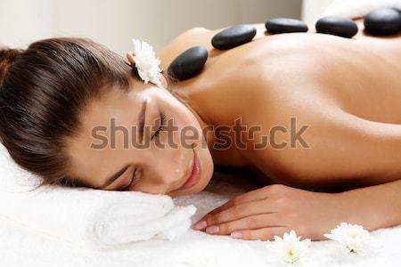 Békés lány közelkép gyönyörű nő csukott szemmel has Stock fotó © pressmaster