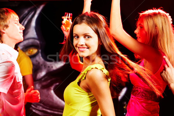 Dynamisch meisje afbeelding mooie naar camera Stockfoto © pressmaster