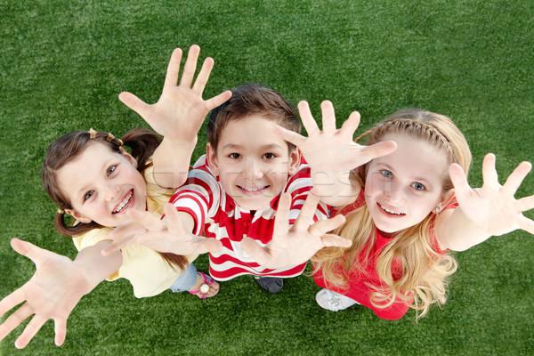 Mutlu çocuklar görüntü arkadaşlar çim aile Stok fotoğraf © pressmaster