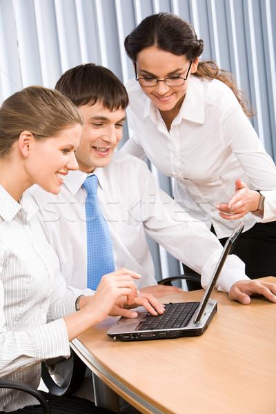 Reunião retrato executivo olhando laptop Foto stock © pressmaster