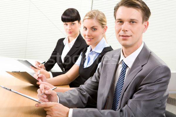 Stock fotó: Konferencia · csetepaté · üzletemberek · tart · papírok · néz
