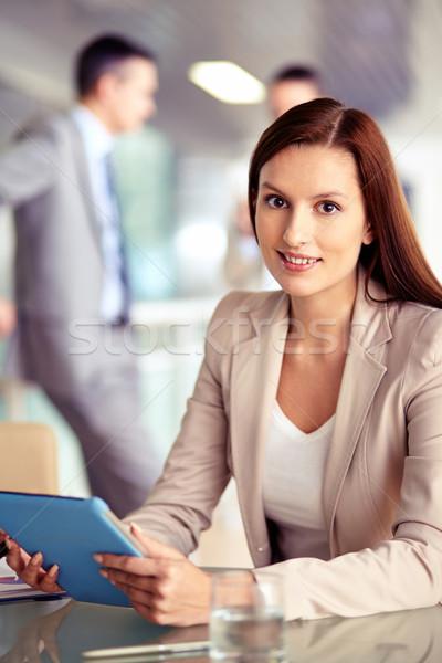 Kadın touchpad portre işçi bakıyor kamera Stok fotoğraf © pressmaster