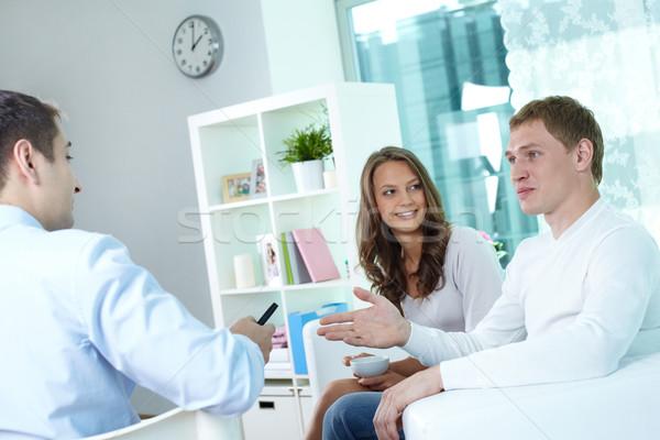 Biztosítás bróker fiatal pér megbeszél terv nő Stock fotó © pressmaster