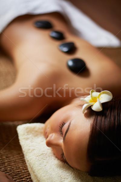 Kellemes portré fiatal női fürdő szalon Stock fotó © pressmaster