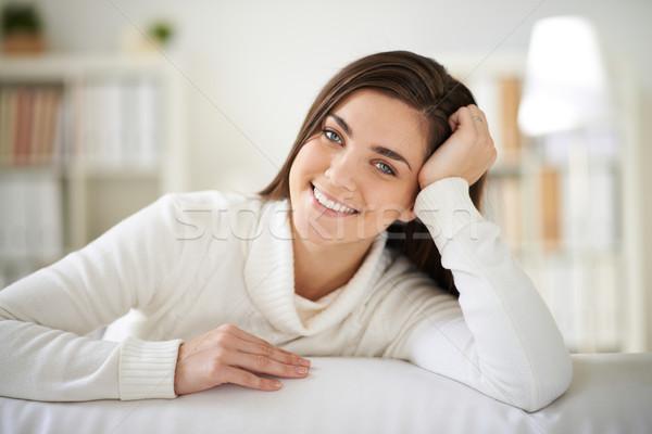 Kobieta domu happy girl biały patrząc Zdjęcia stock © pressmaster
