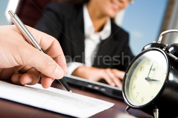 Trabalhando tempo masculino negócio papel Foto stock © pressmaster