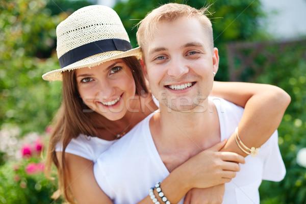 привязанность радостный пару глядя камеры женщину Сток-фото © pressmaster