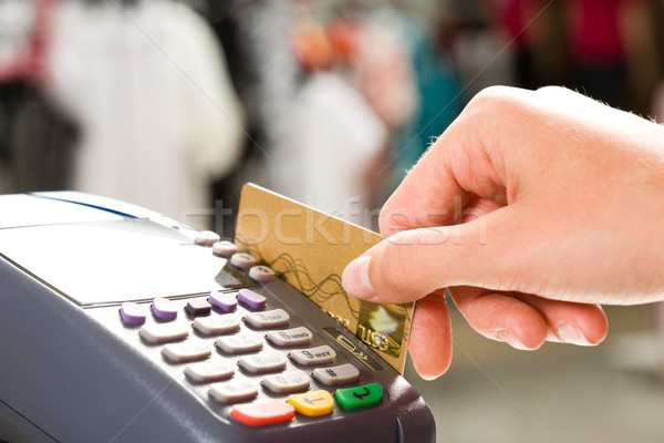 Fizetés közelkép emberi kéz tart műanyag kártya Stock fotó © pressmaster