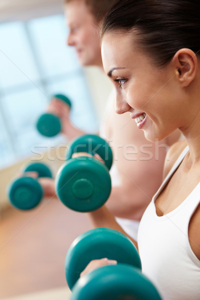 Haltérophilie image femme souriante Guy exercice Photo stock © pressmaster