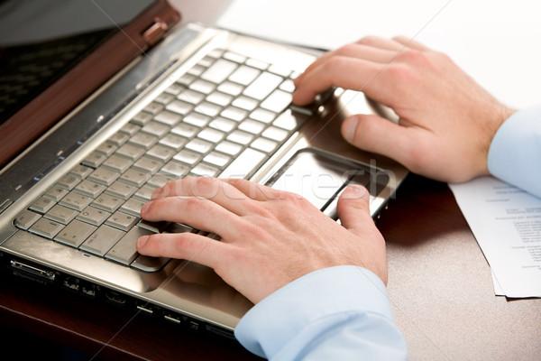 Empujando botones primer plano humanos manos Foto stock © pressmaster
