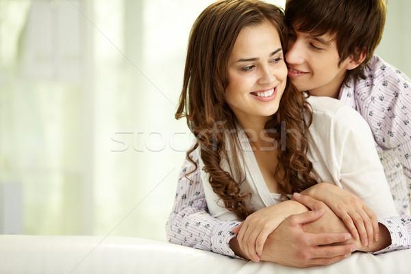 Proximidade moço feliz namorada esposa Foto stock © pressmaster
