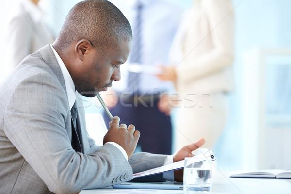 Zamyślony działalności zamyślony przedsiębiorca myślenia finansowych Zdjęcia stock © pressmaster