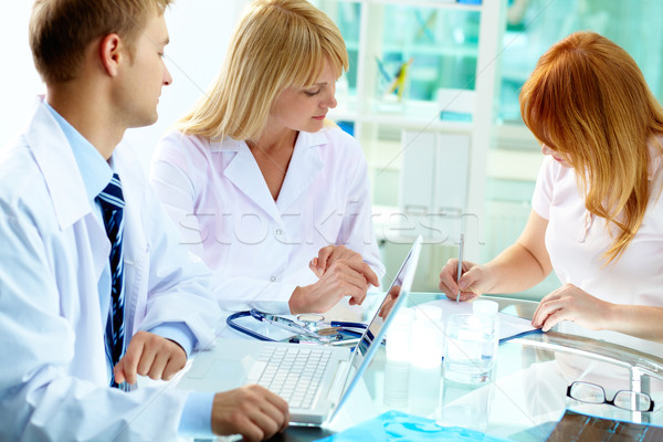 Aláírás irat kettő néz női beteg Stock fotó © pressmaster