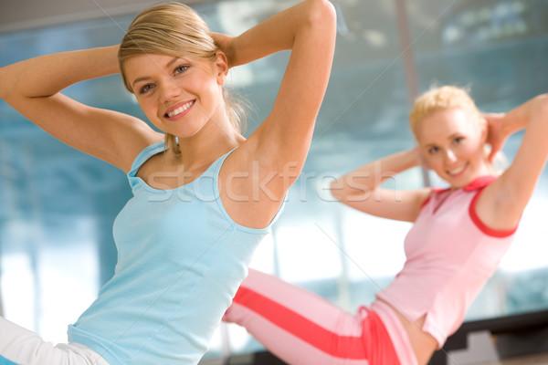 Foto stock: Foto · alegre · menina · exercer · esportes · ginásio