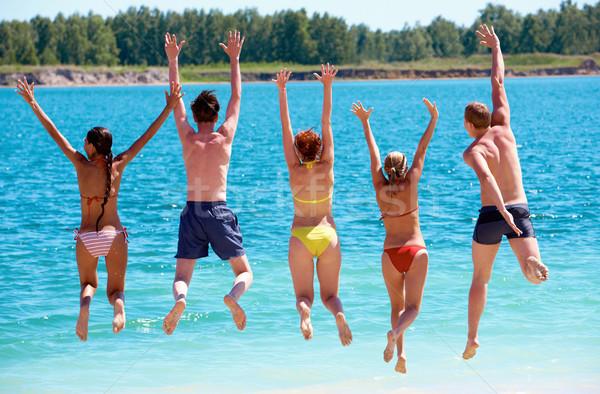 Hoogspringen achteraanzicht vrienden springen water zomervakantie Stockfoto © pressmaster